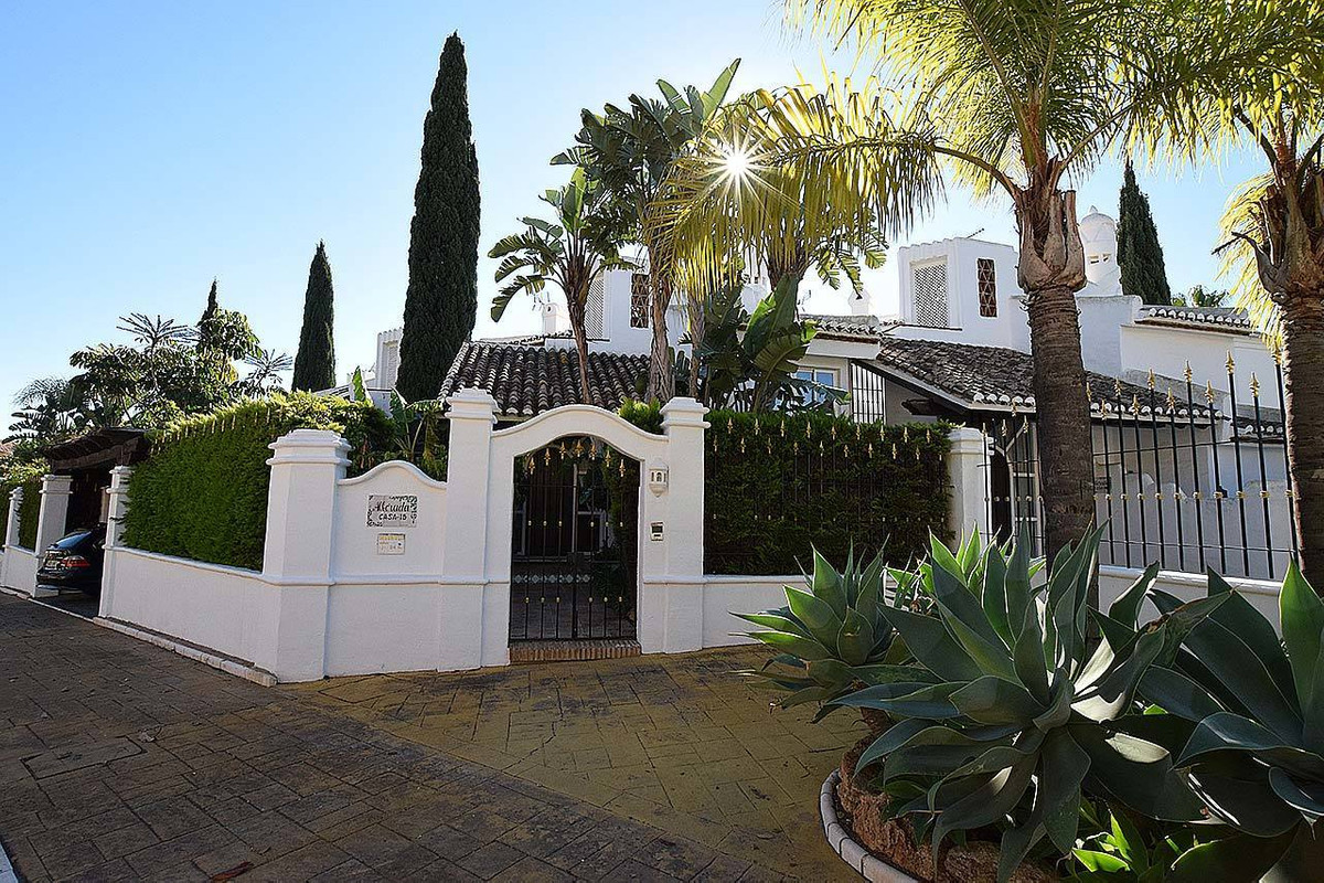 Fantastic luxury townhouse located in the exclusive Bahia de Marbella urbanization, situated in fron, Spain