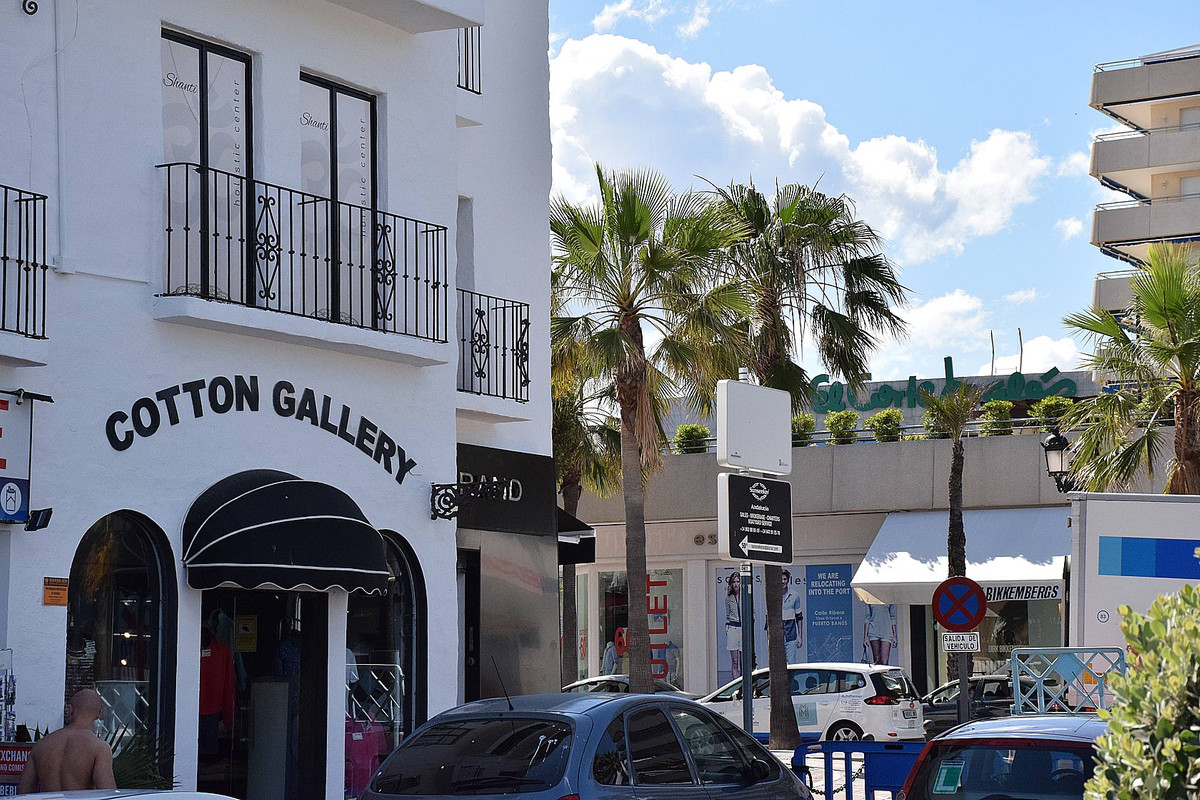 Magnificent local for sale, located in one of the pedestrian access streets to the port, and the onl, Spain
