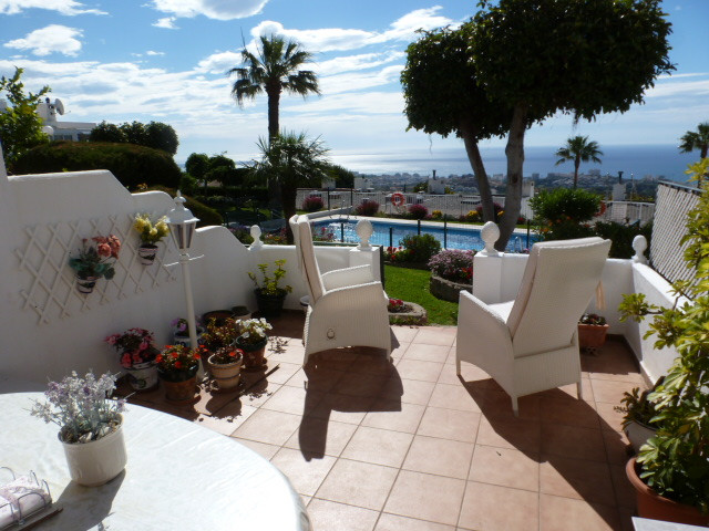 An immaculately presented 2 bedroom, 2 bathroom townhouse within easy walking distance to all amenit, Spain