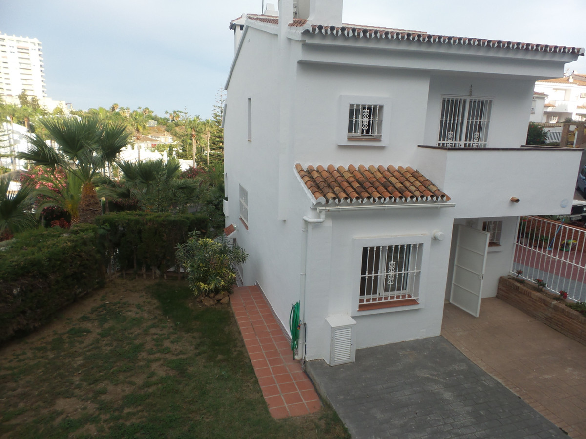Semi-Detached House, Benalmadena Costa, Costa del Sol. 5 Bedrooms, 3 Bathrooms, Built 220 m², Terrac, Spain