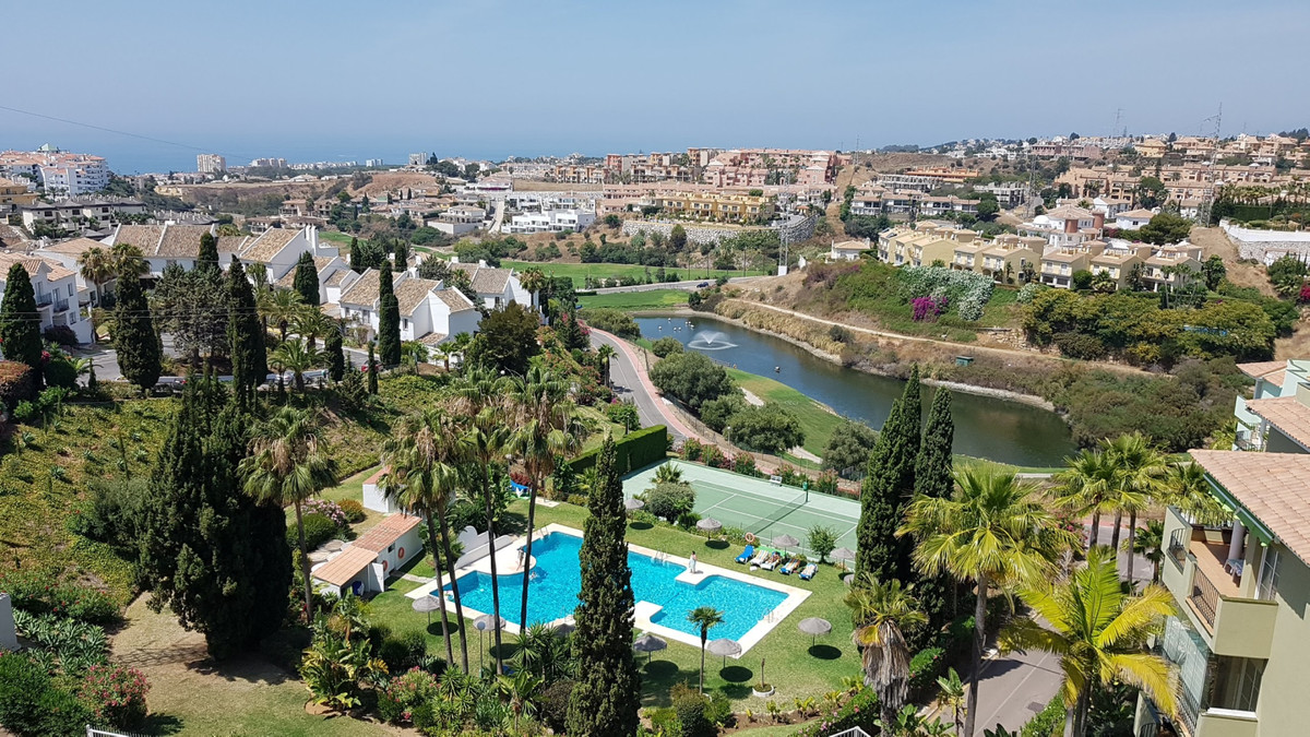 A well presented 2 bedroom, 2 bathroom apartment within the Royal Golf complex in Miraflores, easy w, Spain