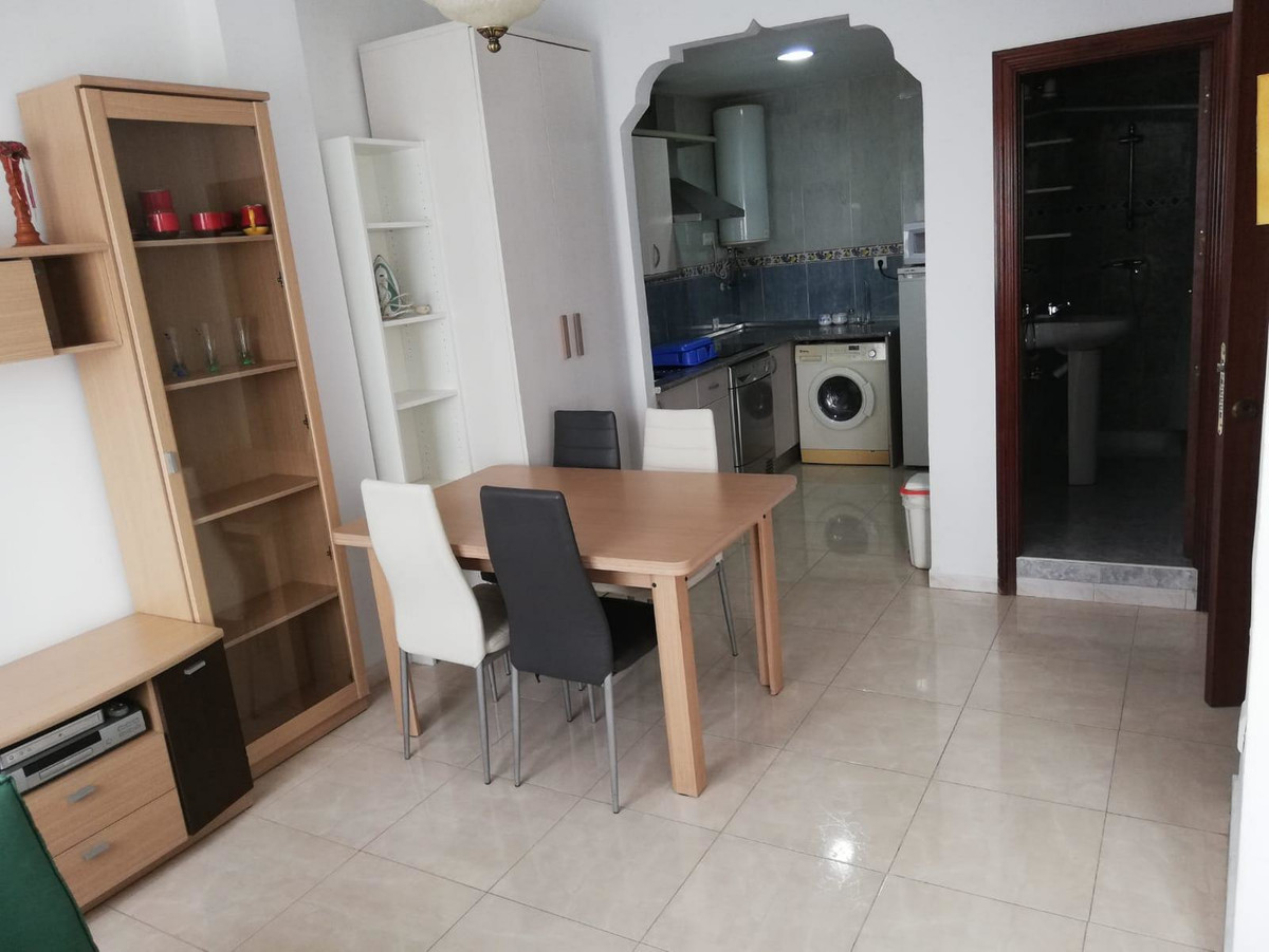Nice and light studio with good quality equipment, ready to rent or for holiday let. Has nice fully ,Spain