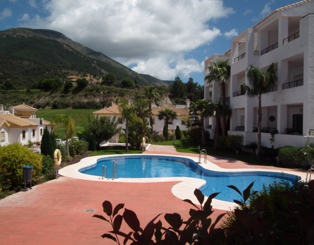 An immaculately presented, spacious 3 bed 2 bath ground floor apartment within the Las Brisas del Go, Spain