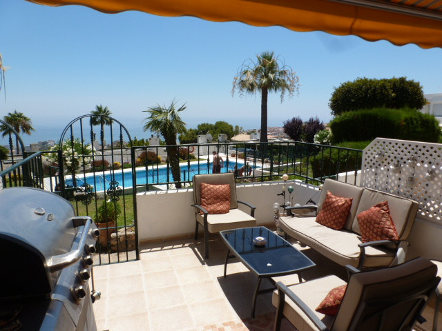 A beautifully presented 2 bed 1 bath townhouse in excellent condition. The property is within the Be, Spain