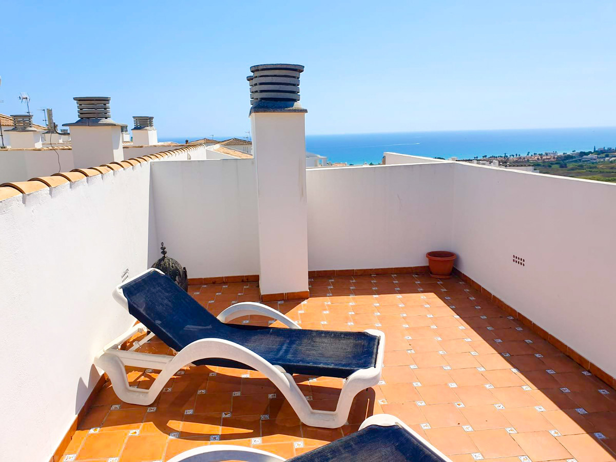 Incredible penthouse located in a luxury urbanization with swimming pool and children's pool. T,Spain