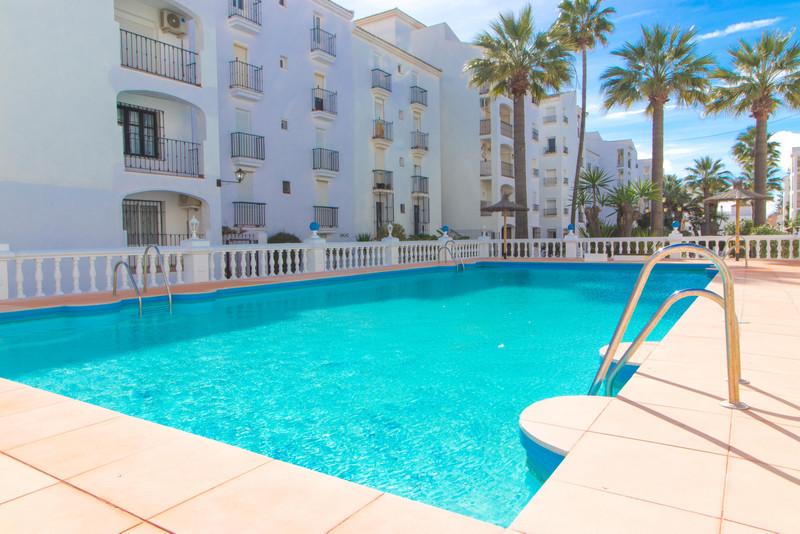 Middle Floor Apartment in San Luis de Sabinillas for sale