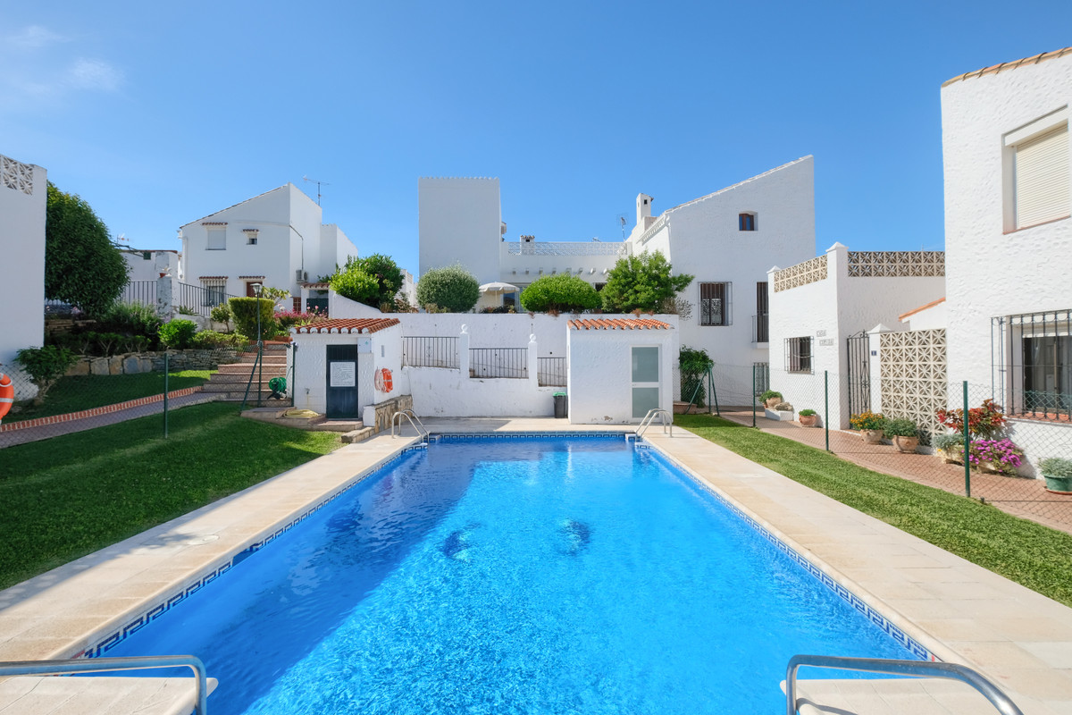 R3702812 | Townhouse in Estepona – € 149,000 – 1 beds, 1 baths