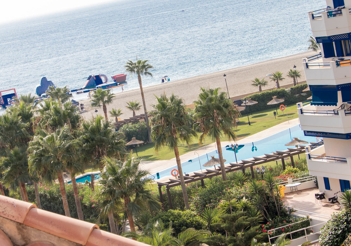 Frontline beach: Beautiful 1-bedroom penthouse with breath-taking panoramic sea views in the prestig,Spain