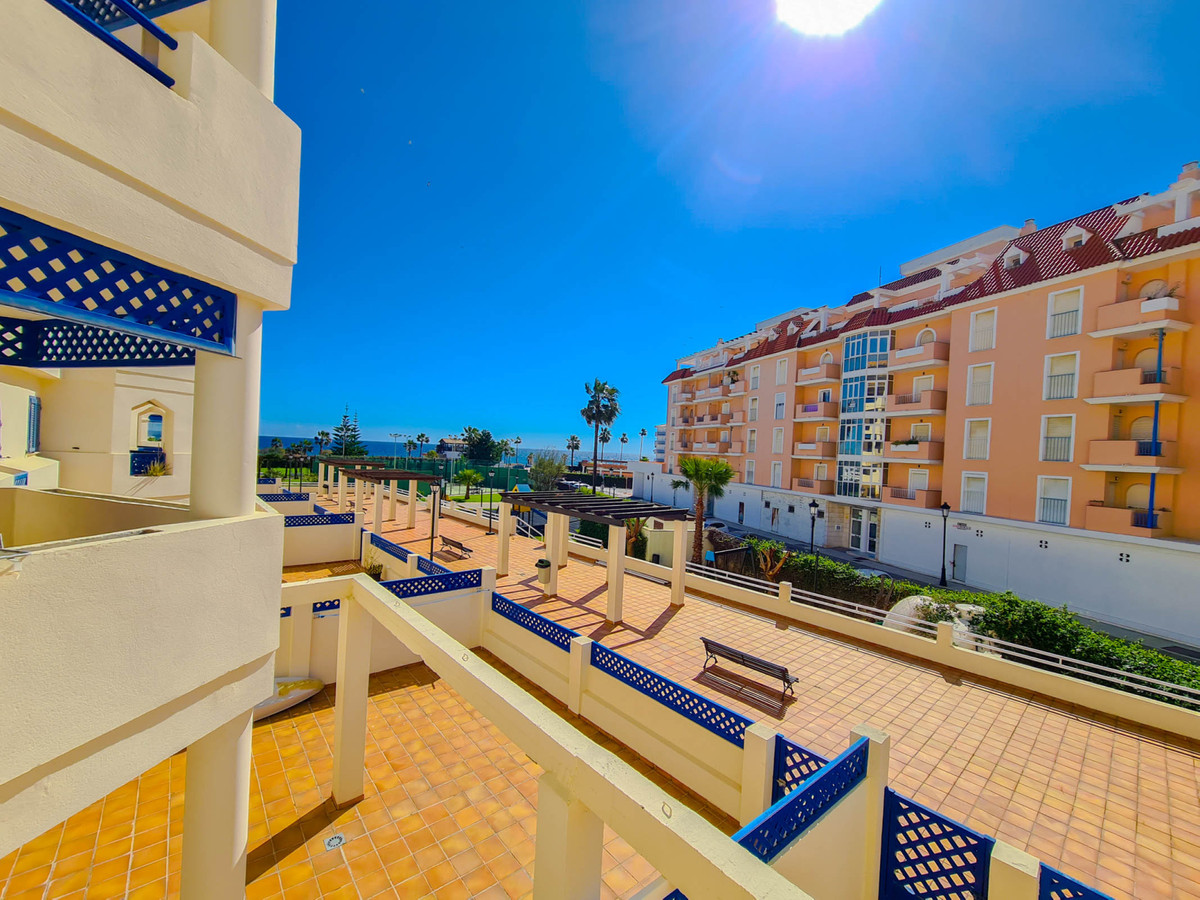 Frontline beach: Beautiful 3-bedroom apartment with terrace and lovely sea views in the prestigious ,Spain