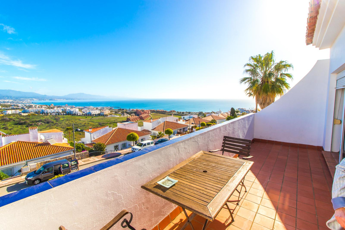 Incredible panoramic sea & mountain views. This one-bedroom penthouse enjoys breath-taking sea v,Spain
