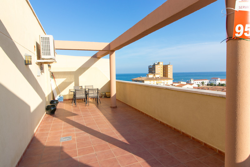Penthouse in San Luis de Sabinillas for sale