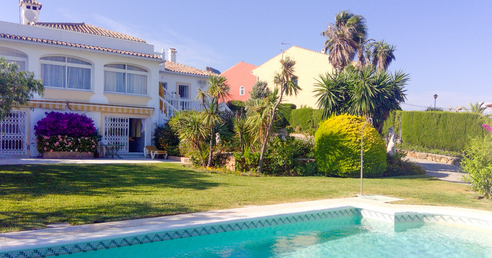 Villa for sale in western Estepona. Amazing sea views, peaceful urbanization, private pool, lush gar, Spain