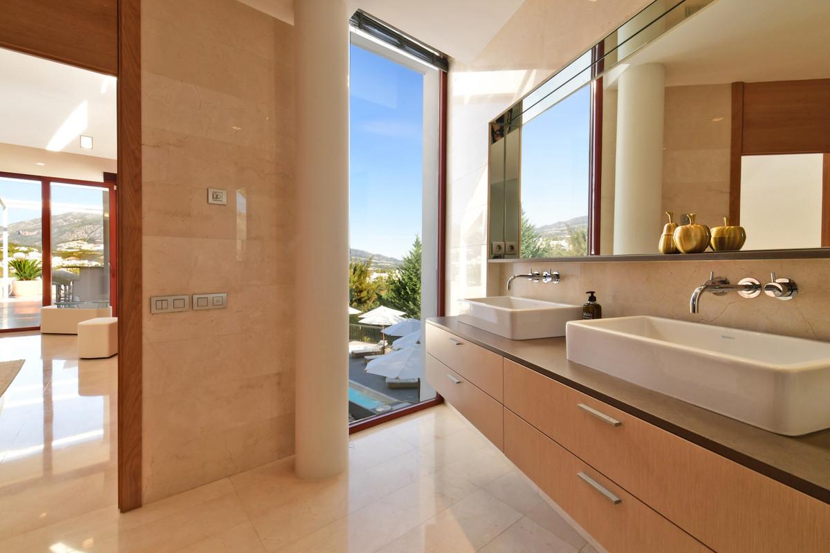 7 Bedroom Villa for sale Nueva Andalucía
