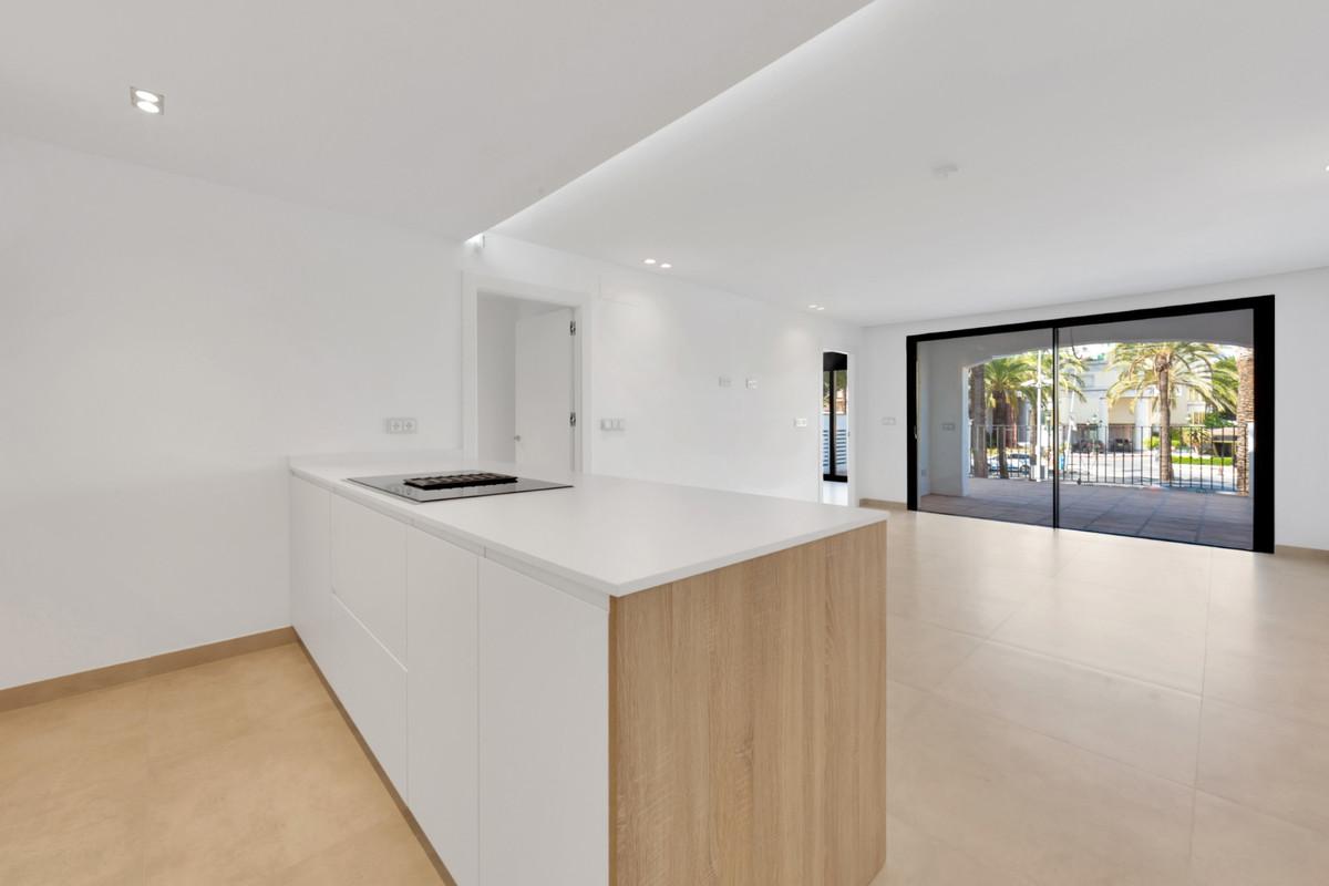 Marbella Banus Apartamento Planta Media en Venta en Puerto Banús – R3737944