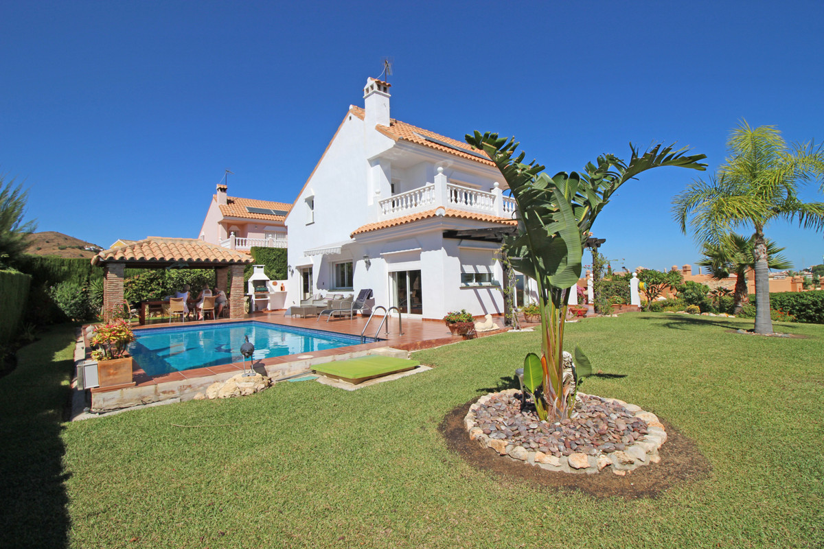 A stunning three bedroom villa located in a quiet cul-de-sac in a well established residential area ,Spain
