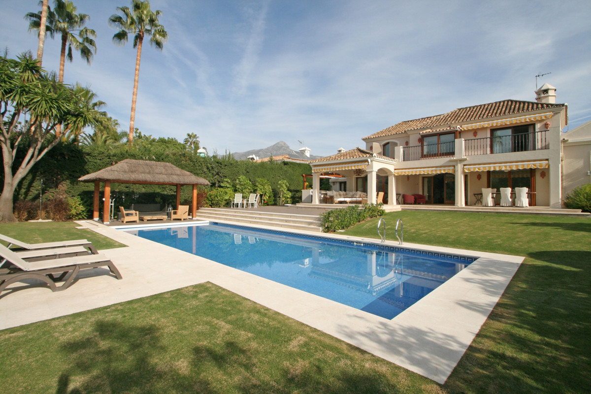 A three bedroom family villa enjoying total privacy in a quite cul-de-sac in the residential area of, Spain