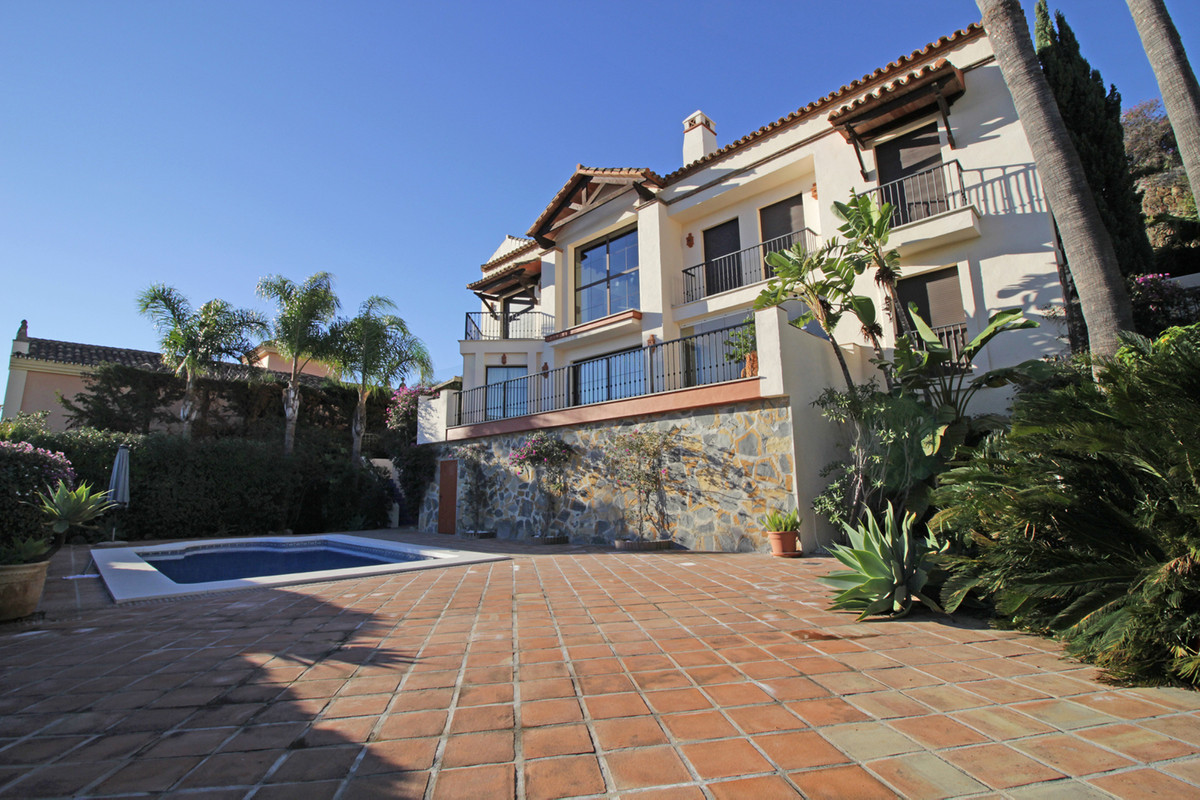 Villa Detached in Los Arqueros, Costa del Sol