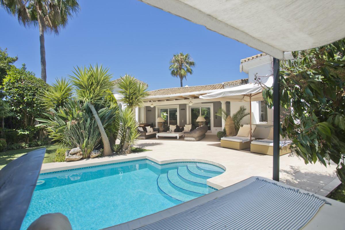 Detached Villa for sale in Nueva Andalucía R3500644