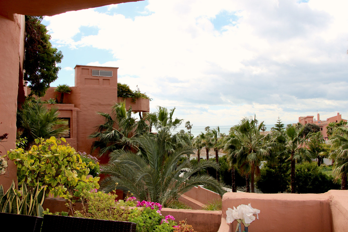 An elegant studio with sea views and south west orientation for sale in the prestigious 5 star Kempi, Spain