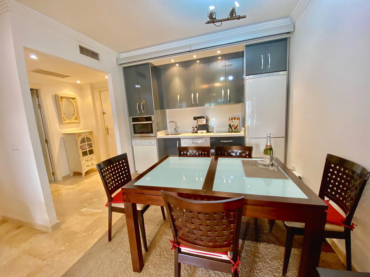 R3395587 | Middle Floor Apartment in Estepona – € 169,950 – 1 beds, 1 baths