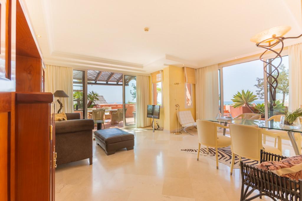 Apartamento Planta Media en Venta en New Golden Mile – R3184879