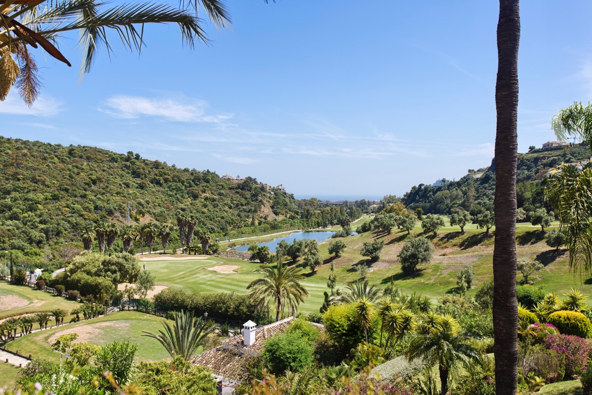 This front line golf duplex penthouse, boasts 3 bedrooms and is south oriented. It is located in the,Spain