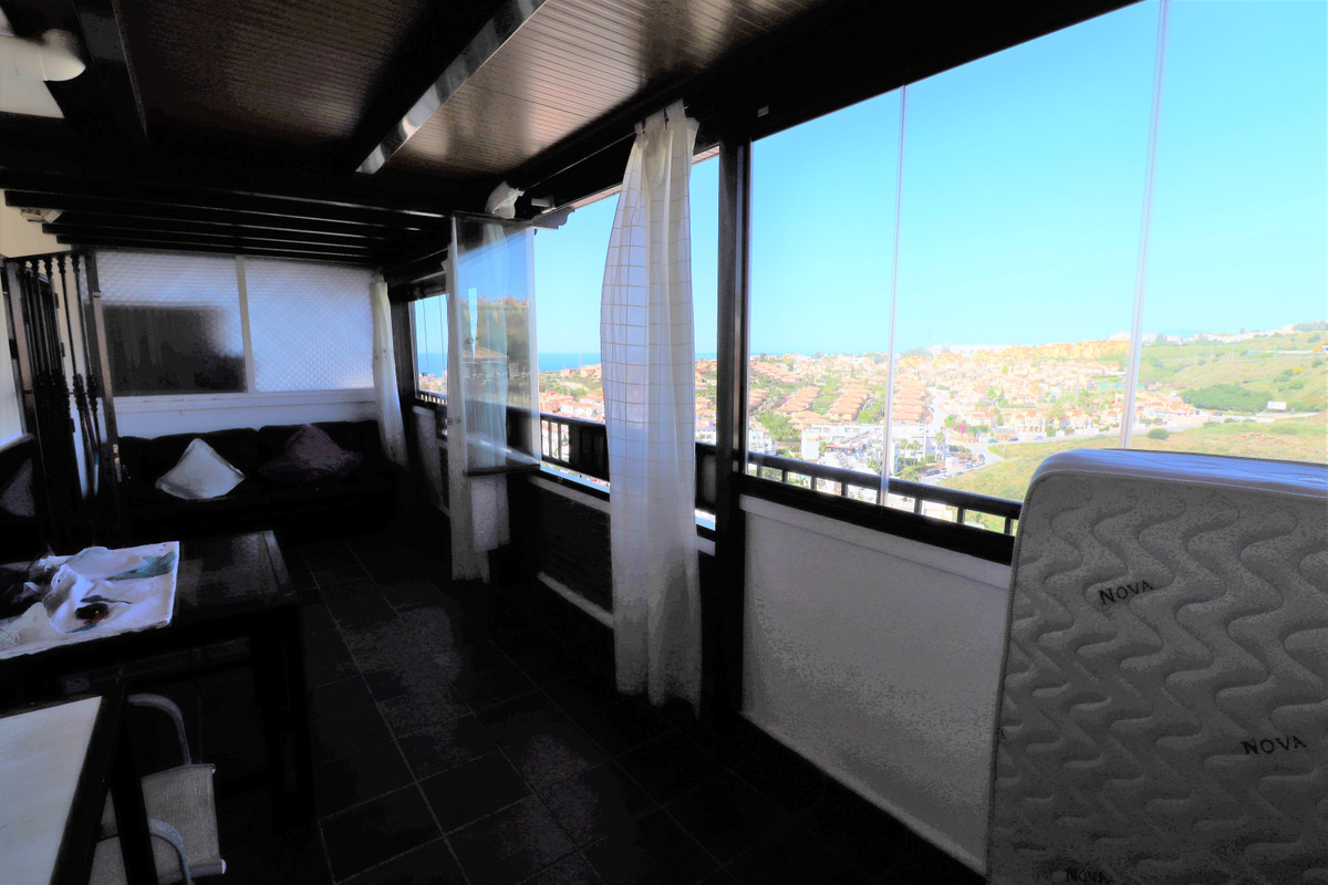 Nice penthouse situated in a quiet urbanization in Riviera del Sol close to the Golf Course with com, Spain