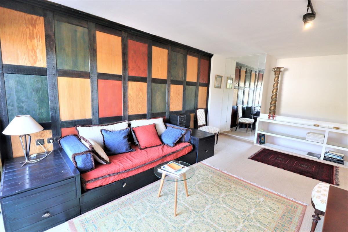 Marbella Banus Apartamento Planta Media en Venta en Las Chapas – R3598250