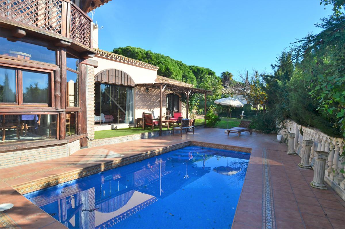 Villa 6 Dormitorios en Venta Cabopino