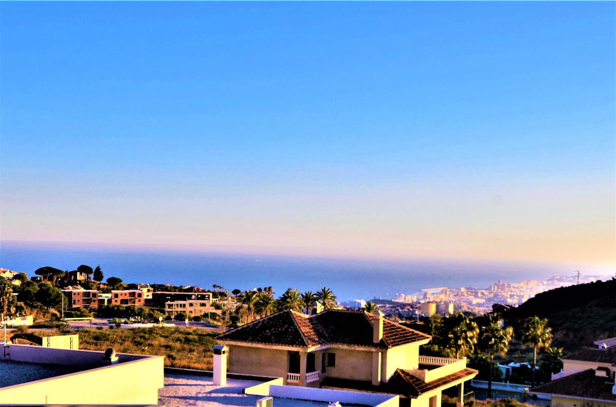 FANTASTIC VILLA WITH SPECTACULAR VIEWS TO THE SEA AND THE COAST !!! This wonderful house is located ,Spain