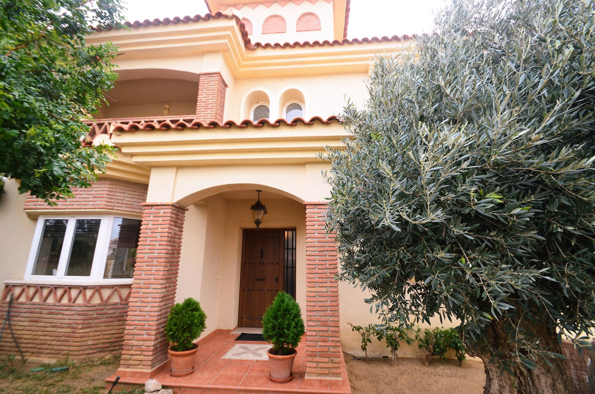 Independent Vila of 398sqm, located in the upper area of Riviera del Sol with panoramic sea views, 1, Spain