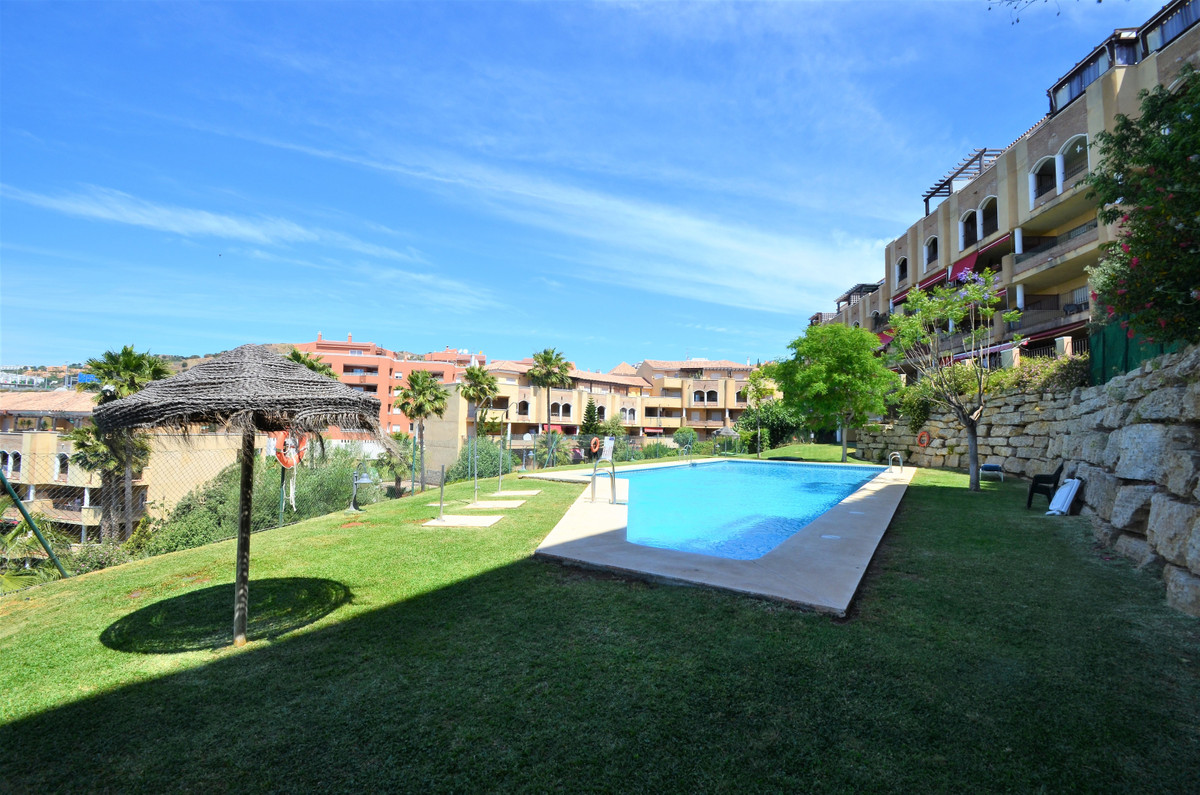 Nice apartment in Riviera, located in a quiet urbanization in the mountains, with two swimming pools,Spain