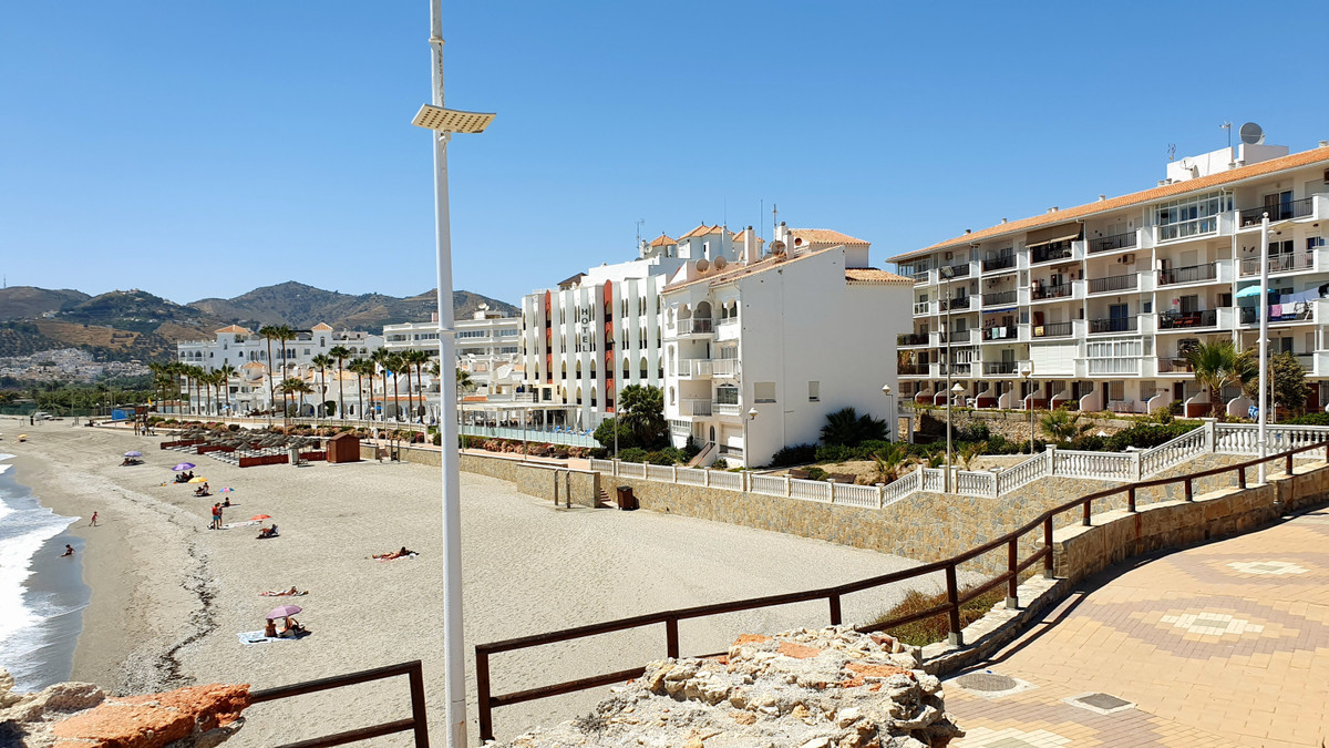 For sale we have this beautiful, front line 2 bedroom apartment with stunning views of the Mediterra,Spain