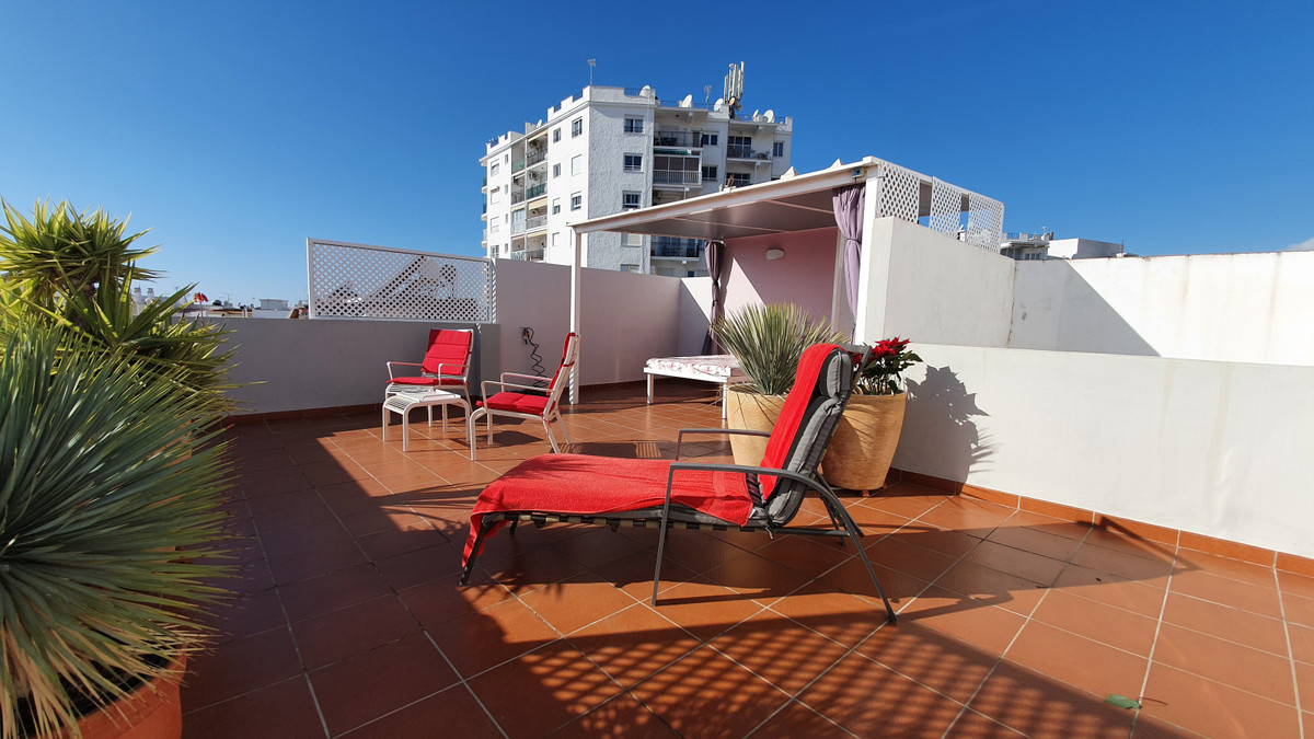 For sale we have a beautiful 1 bedroom apartment in the highly sought after Parador / old town area , Spain