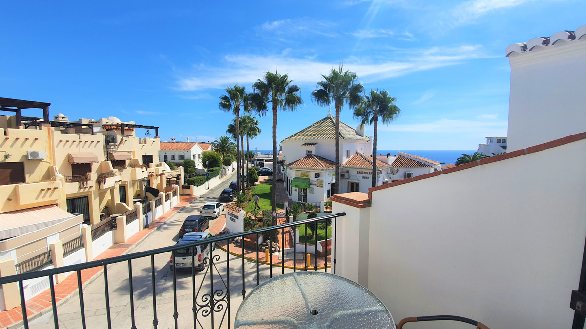Nerja, Burriana, Edif Chimenea - 2 bedroom apartment for sale  For sale we have this modern two bedr, Spain