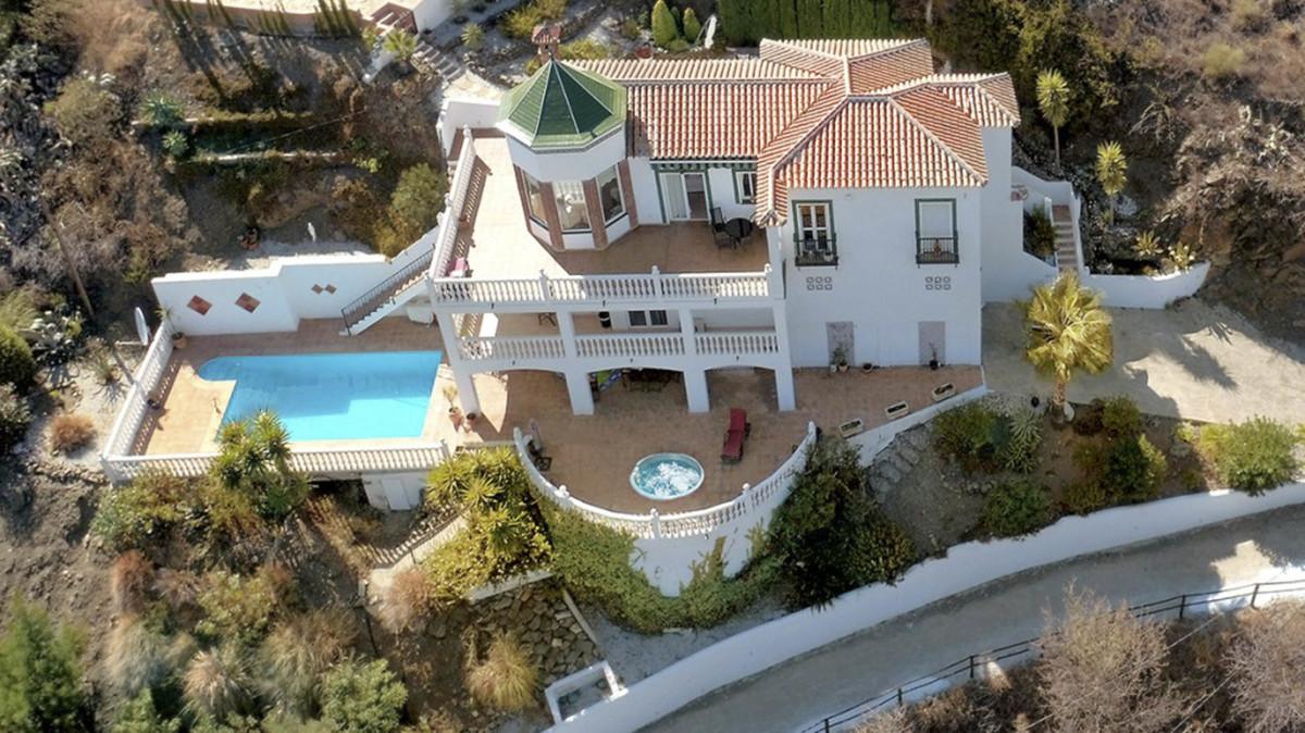 Detached Villa, Torrox, Costa del Sol East. 3 Bedrooms, 4 Bathrooms, Built 317 m², Garden/Plot 904 m,Spain