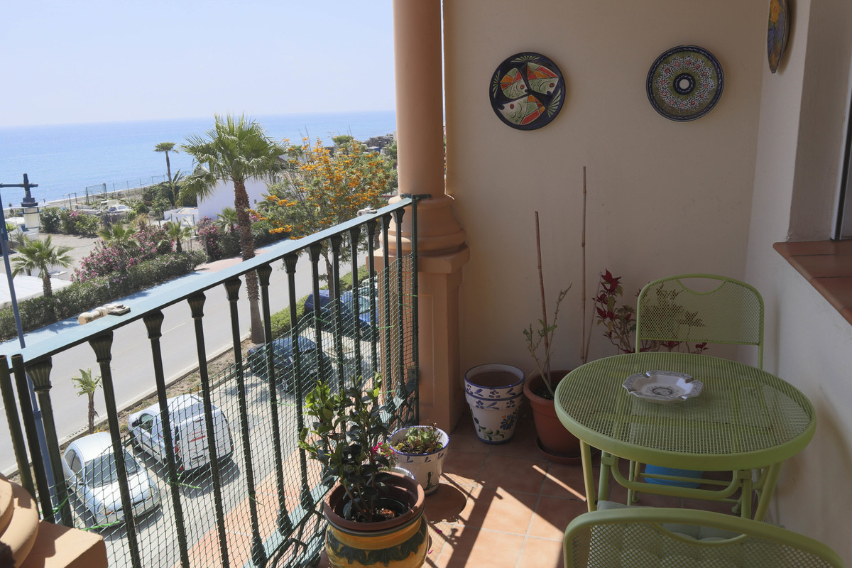 Located in a modern and attractive gated complex on the coast road in El Morche, minutes away from t, Spain