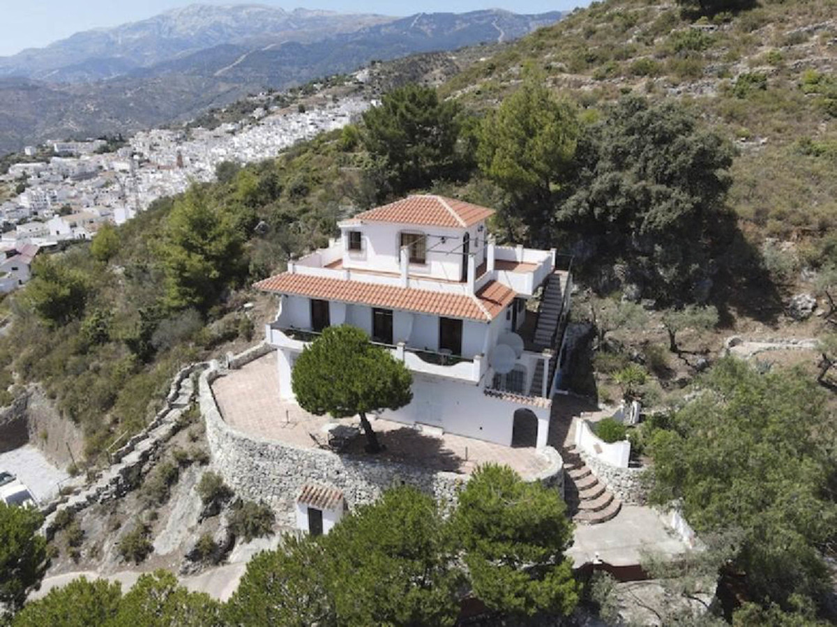 A south facing country property with sea views, on a plot of 3500m2, surrounded by pine trees, olive Spain