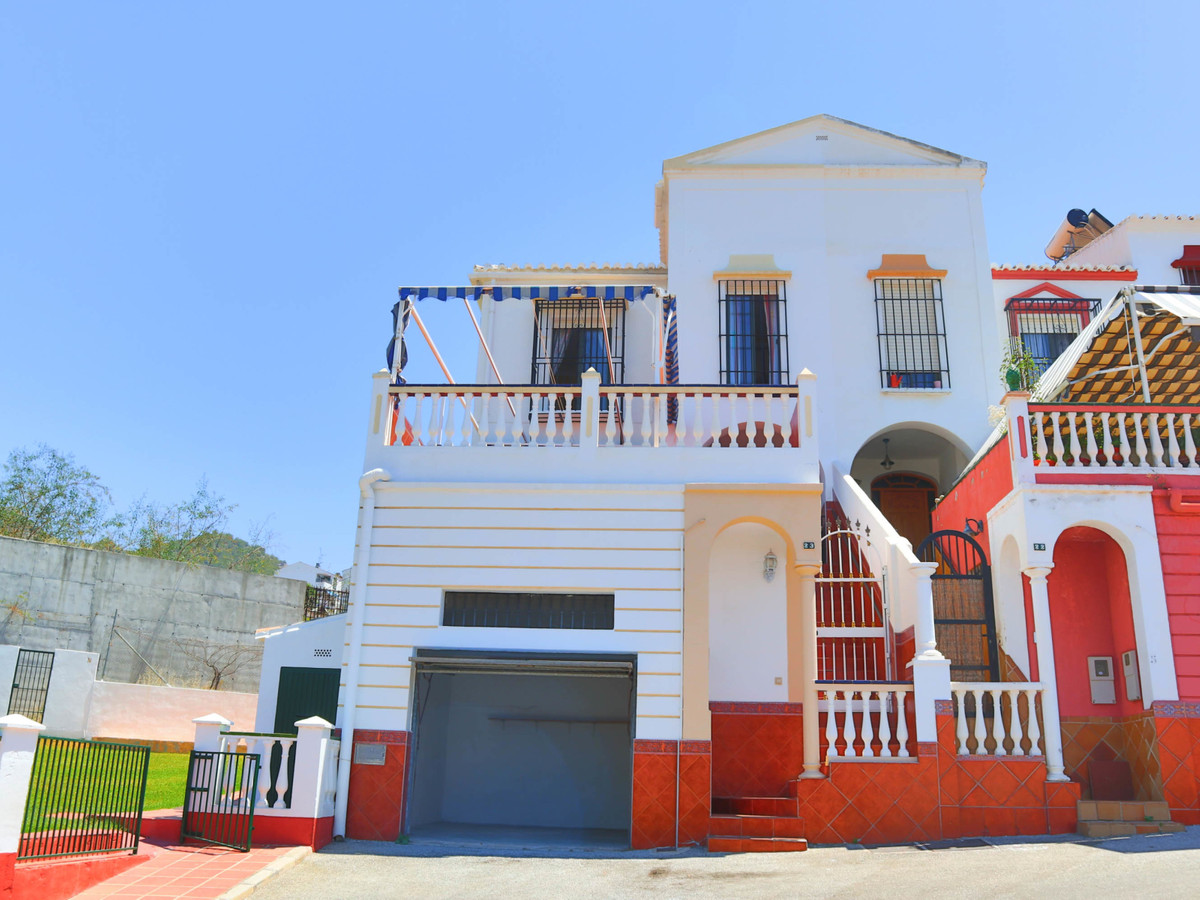 A smart and well presented 3 bedroom townhouse with a self-contained 2 bedroom apartment, Nerja  Urb,Spain