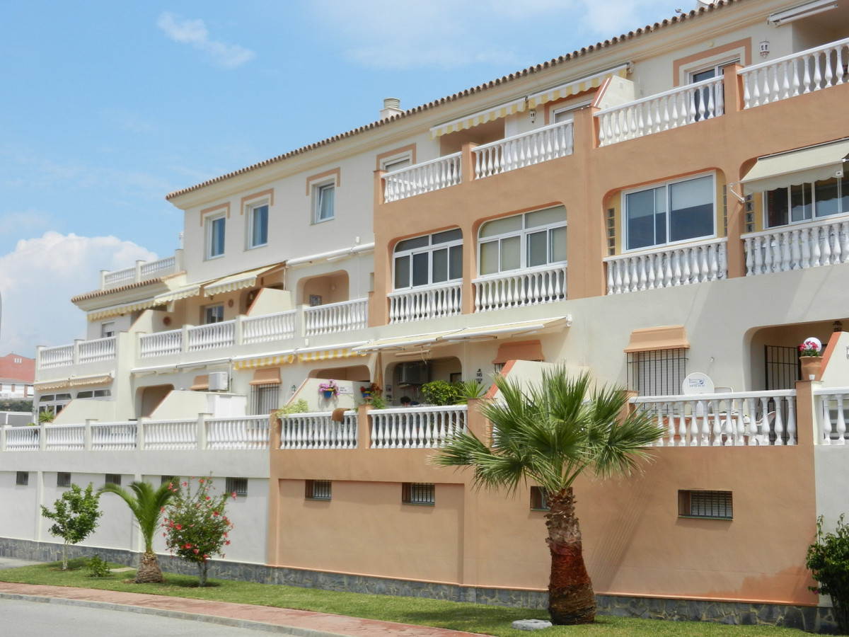 A smart 2 bedroom apartment on Torrox Park with a large south facing terrace with sea views.  Torrox, Spain