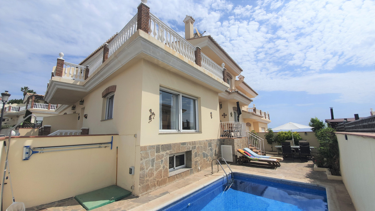 For sale we have an immaculately presented semi detached villa in Urbanisation Cerro Garbancito, Tor, Spain