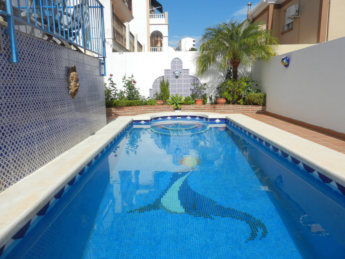 A well presented semi-detached 3 bed townhouse with private pool, close to Nerja centre.  This prope, Spain