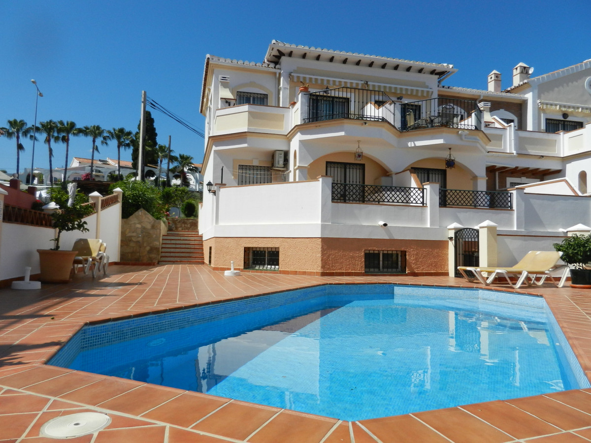 An attractive 3 bed townhouse on a small residential development in the east of Nerja.  Santa Cruz i,Spain
