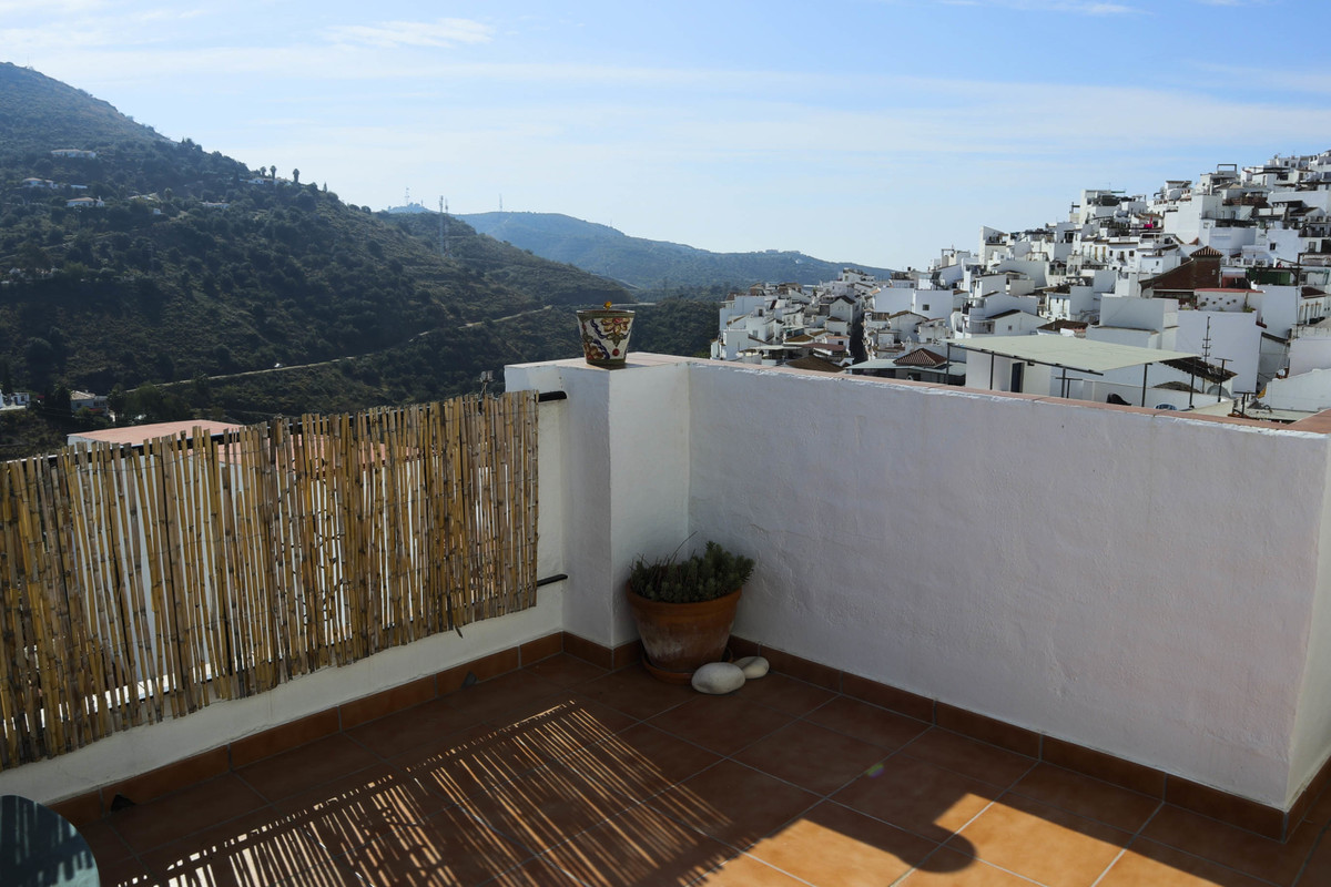 A 3 bedroom townhouse with a roof terrace and outstanding village and mountain views, Torrox Pueblo , Spain