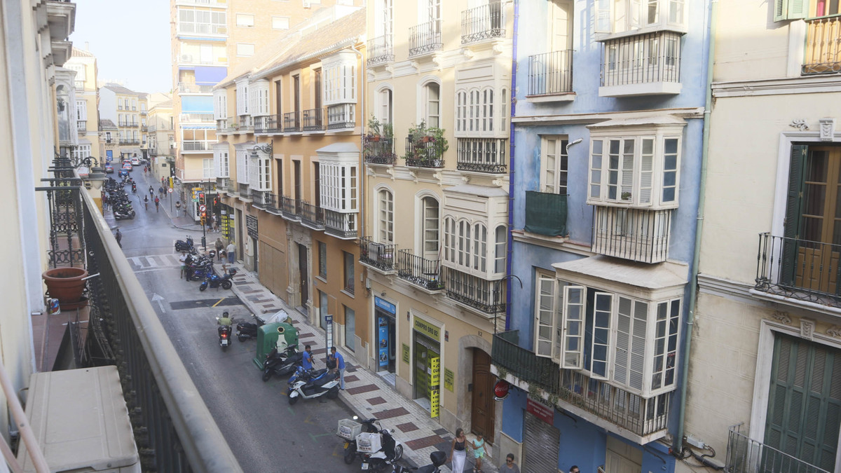 MALAGA CENTRO HISTORICO - A centrally located 2 bedroom apartment with private parking space and com,Spain