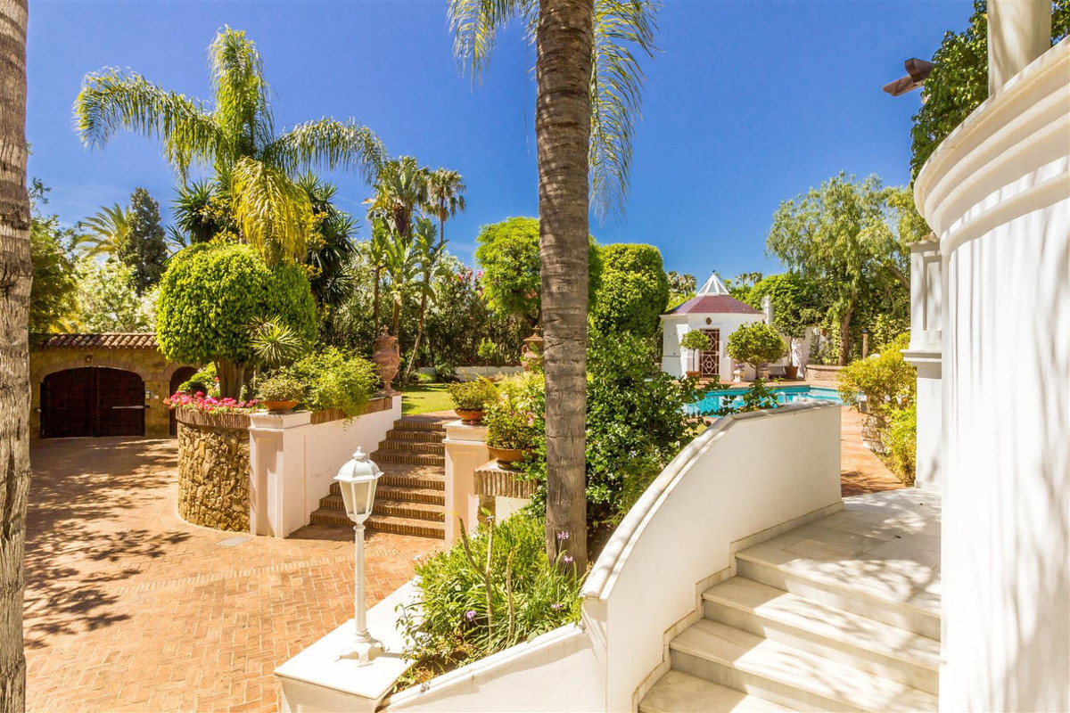 Villa Detached for sale in El Paraiso, Costa del Sol