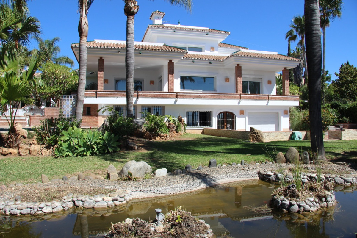 This ideal home enjoys the most spectacular sea views you could imagine, not having to drive up hill, Spain