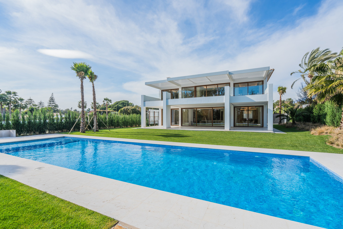 Villa, Detached  for sale    in Guadalmina Baja