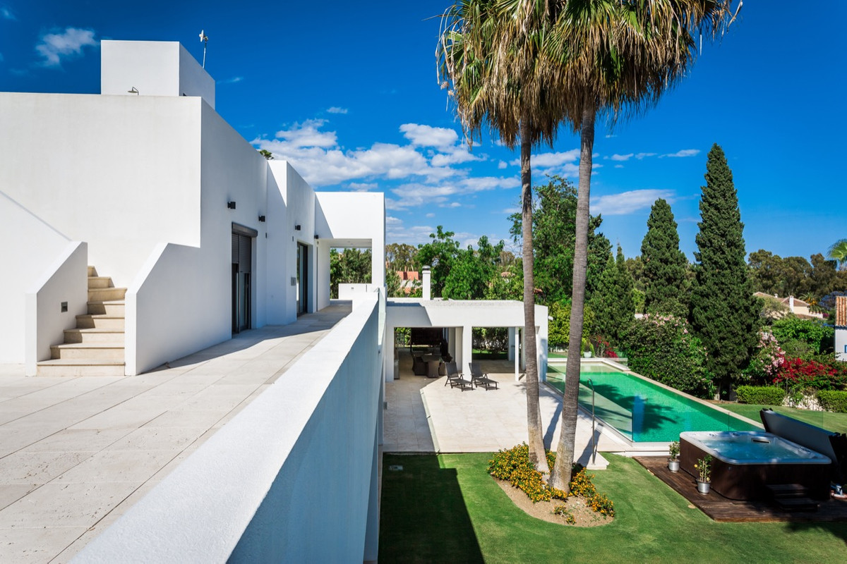 Villa Detached for sale in Atalaya, Costa del Sol