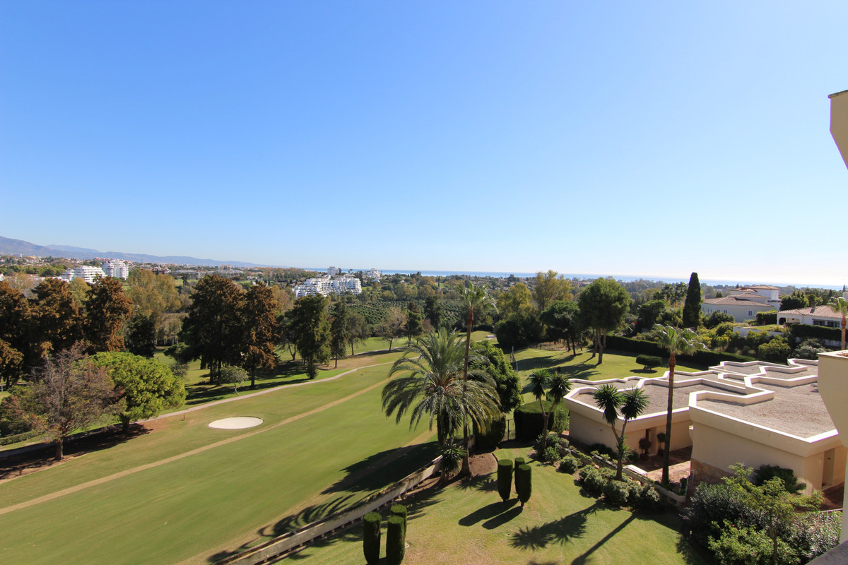 Fantastic panoramic sea, golf and mountains views from this beautiful one bed apartment in Atalaya G, Spain